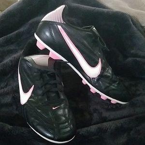 Girls Nike cleats white pink swoosh 5.5 soccer